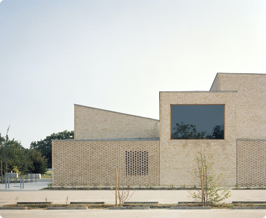 Pierres Blanches Cultural Center by RAUM